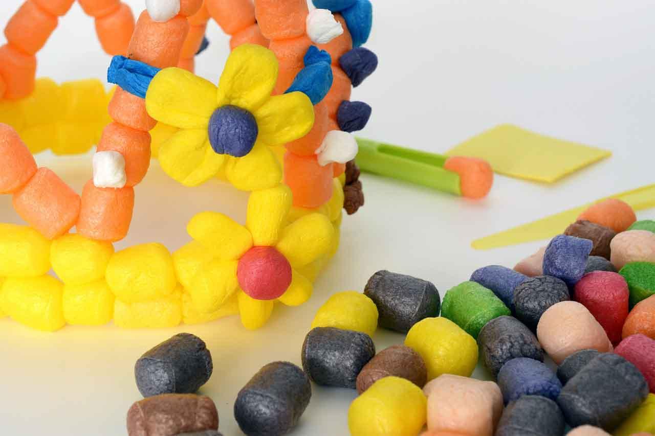 La plastilina ecologica playmais esta hecha de semola de maiz